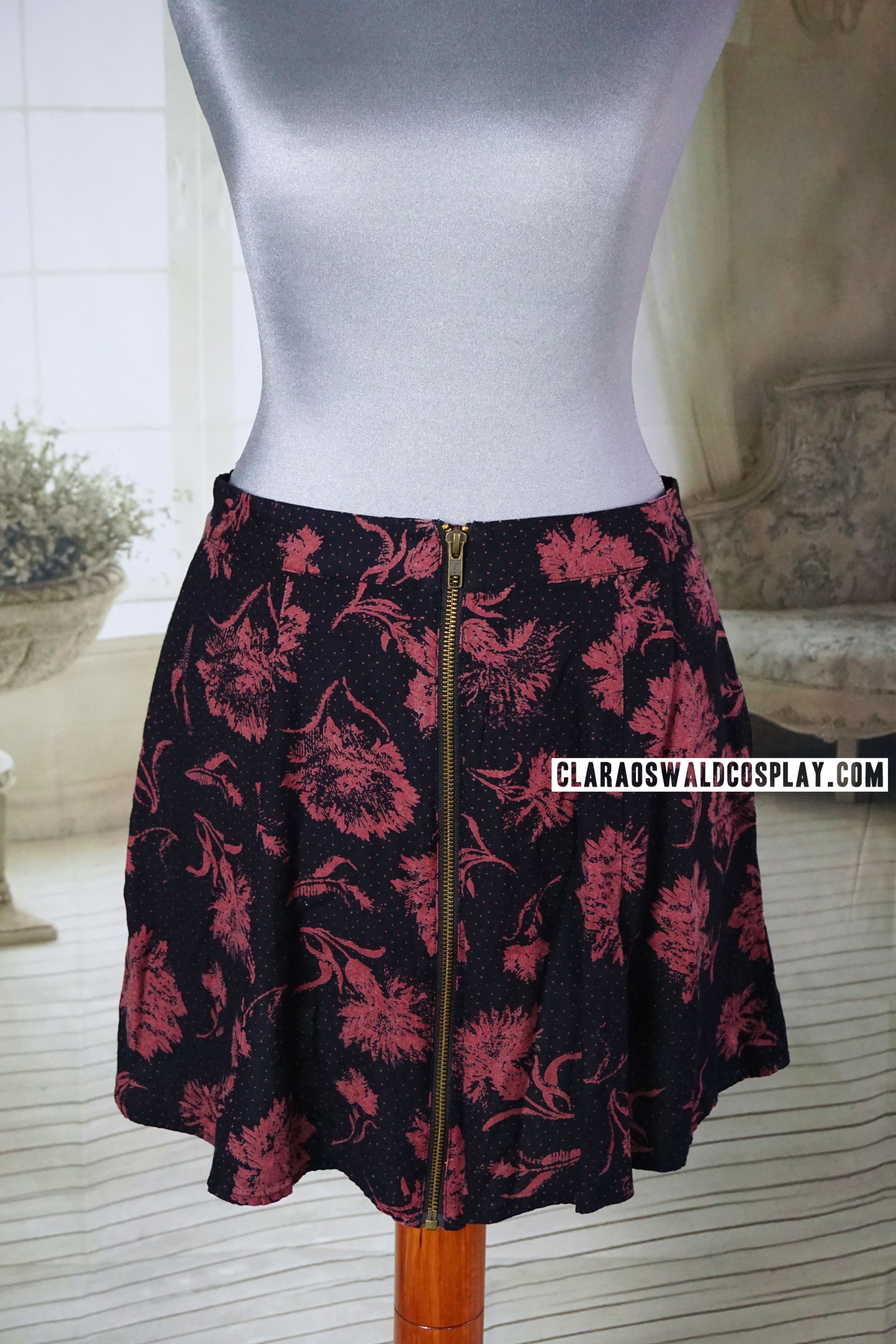 The Urban Outfitters Silence + Noise Zip Carnation Skirt worn by Clara Oswald in Nightmare in Silver